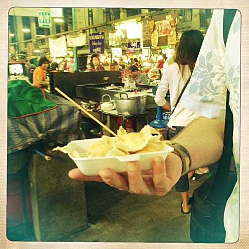 Petites crèpes coco au Chiang Mai Gate Market