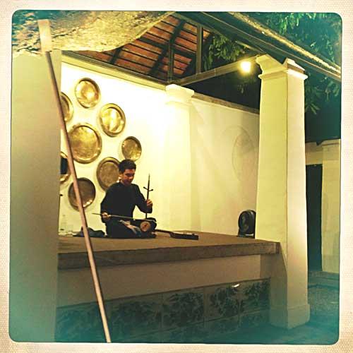 Musicien au restaurant du Rachamankha