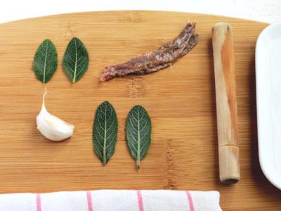 Sauge, ail et anchois